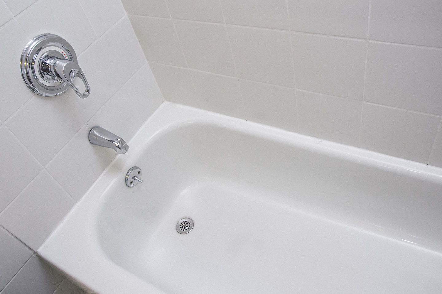 Does Your Bathtub Need A Makeover Everglaze Coating